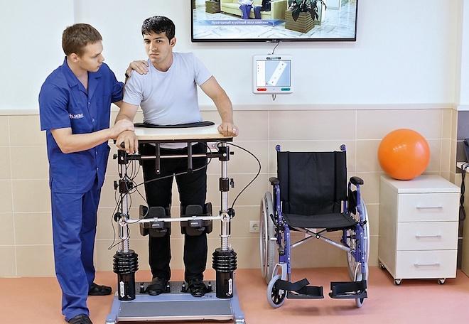 Комплекс упражнений подбирают индивидуально и выполняют только под чутким руководством реабилитолога.